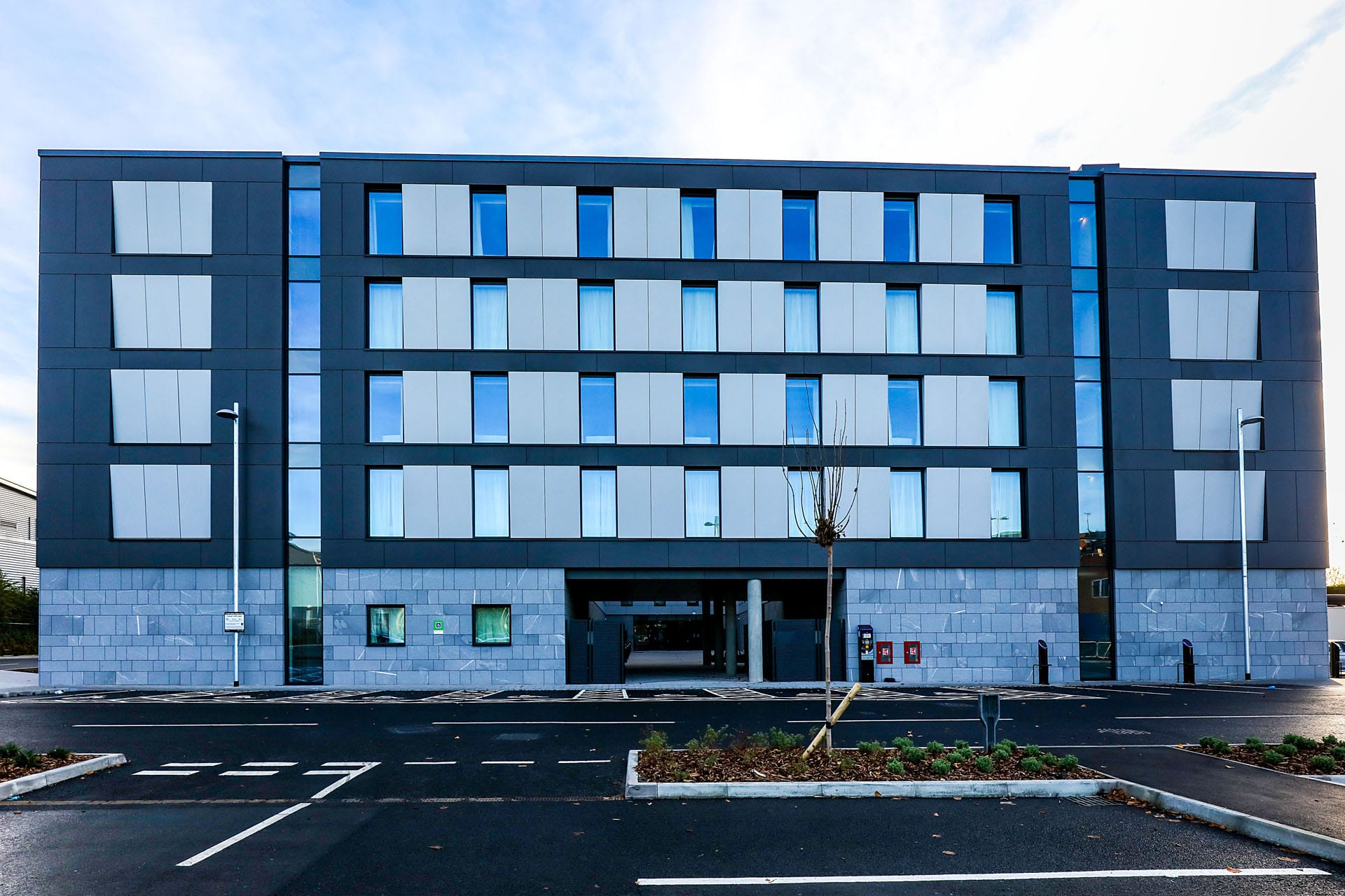Holiday Inn Alucobond A2 ACM Heathrow 6